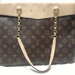 Authentic Handbag Never used  Louis Voitton
